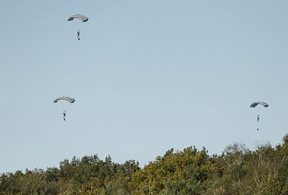 parachutists survive plane crash