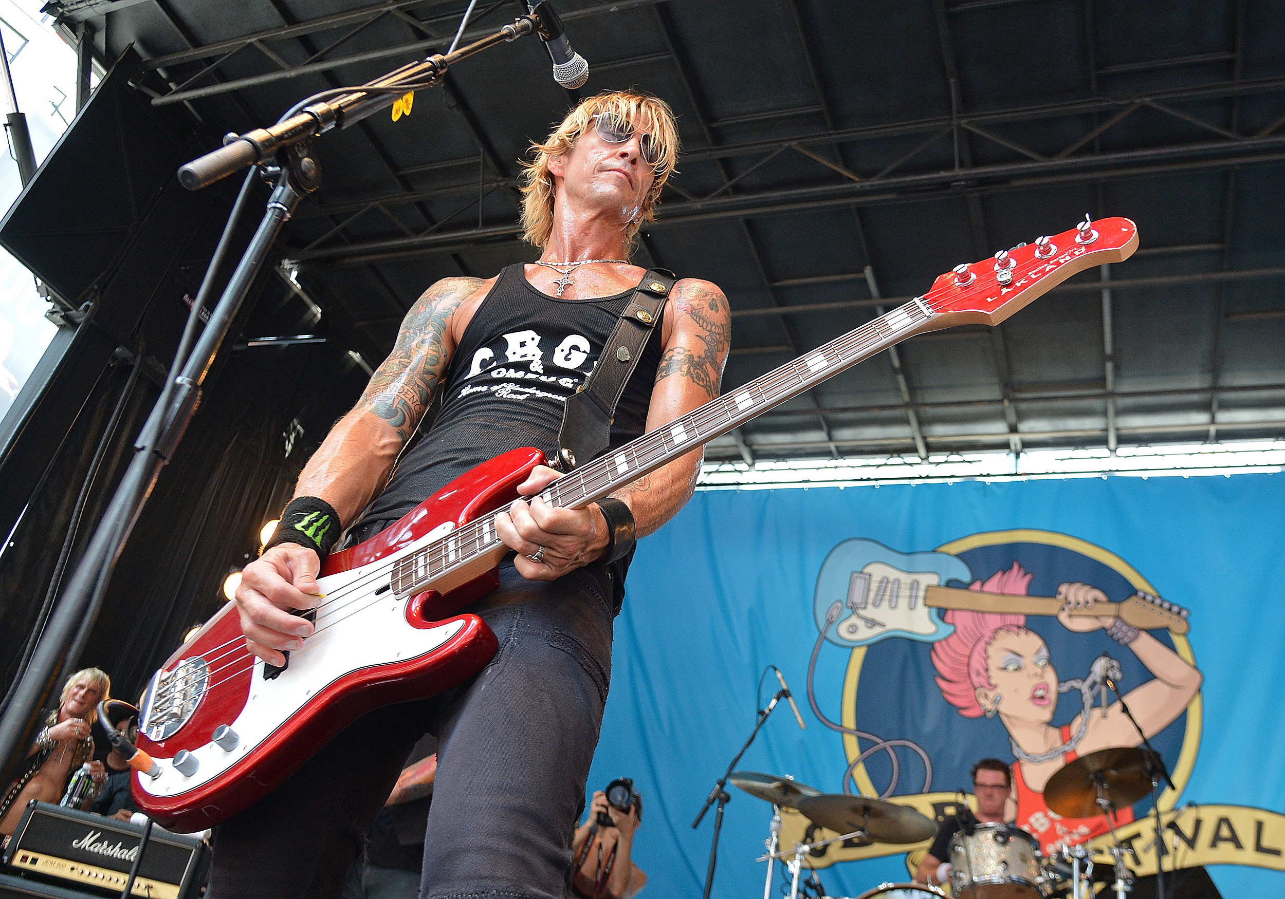 duff mckagan rejoins guns and roses