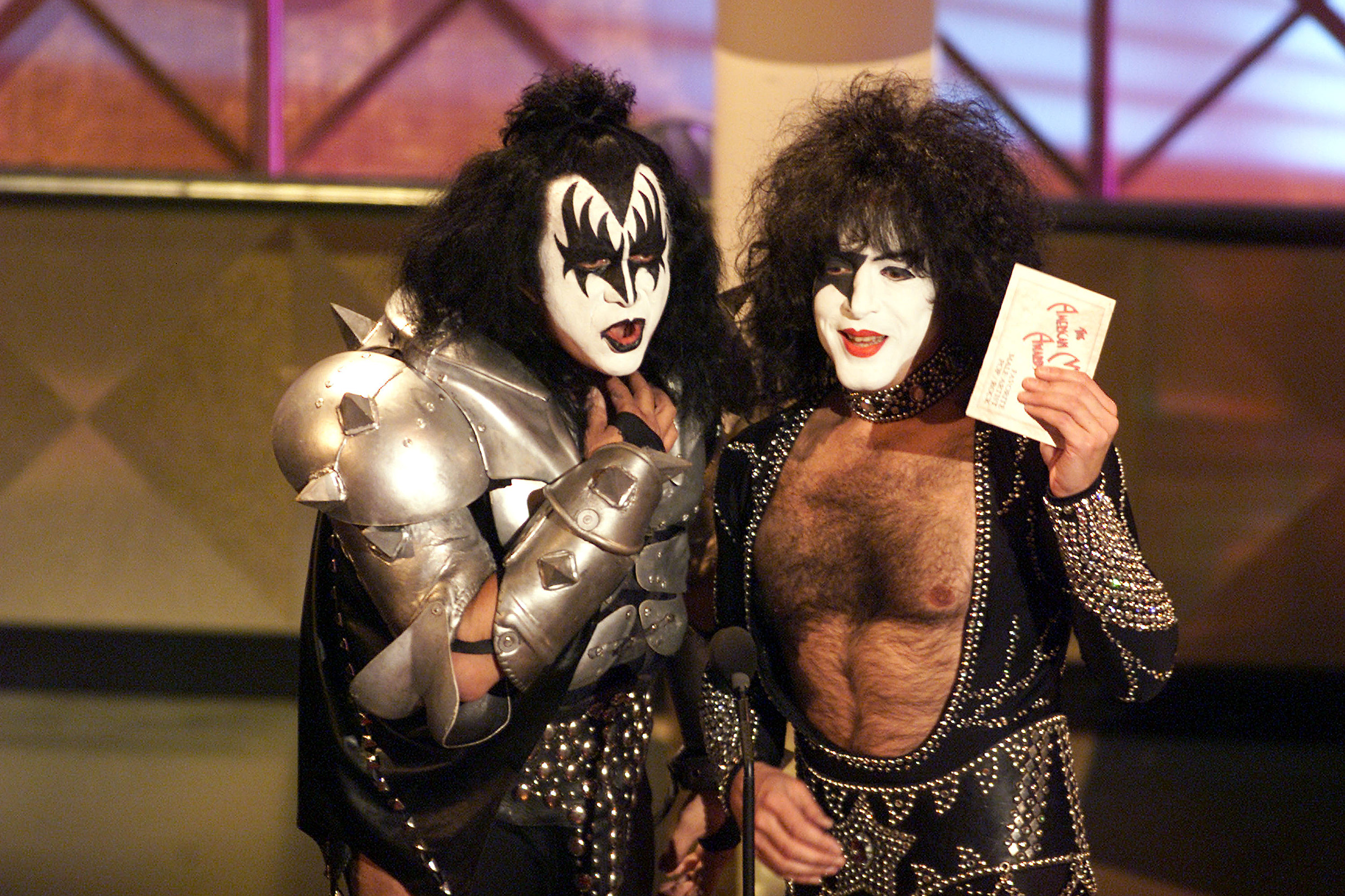 Which Kiss members should be inducted into the Rock n Roll Hall of Fame?