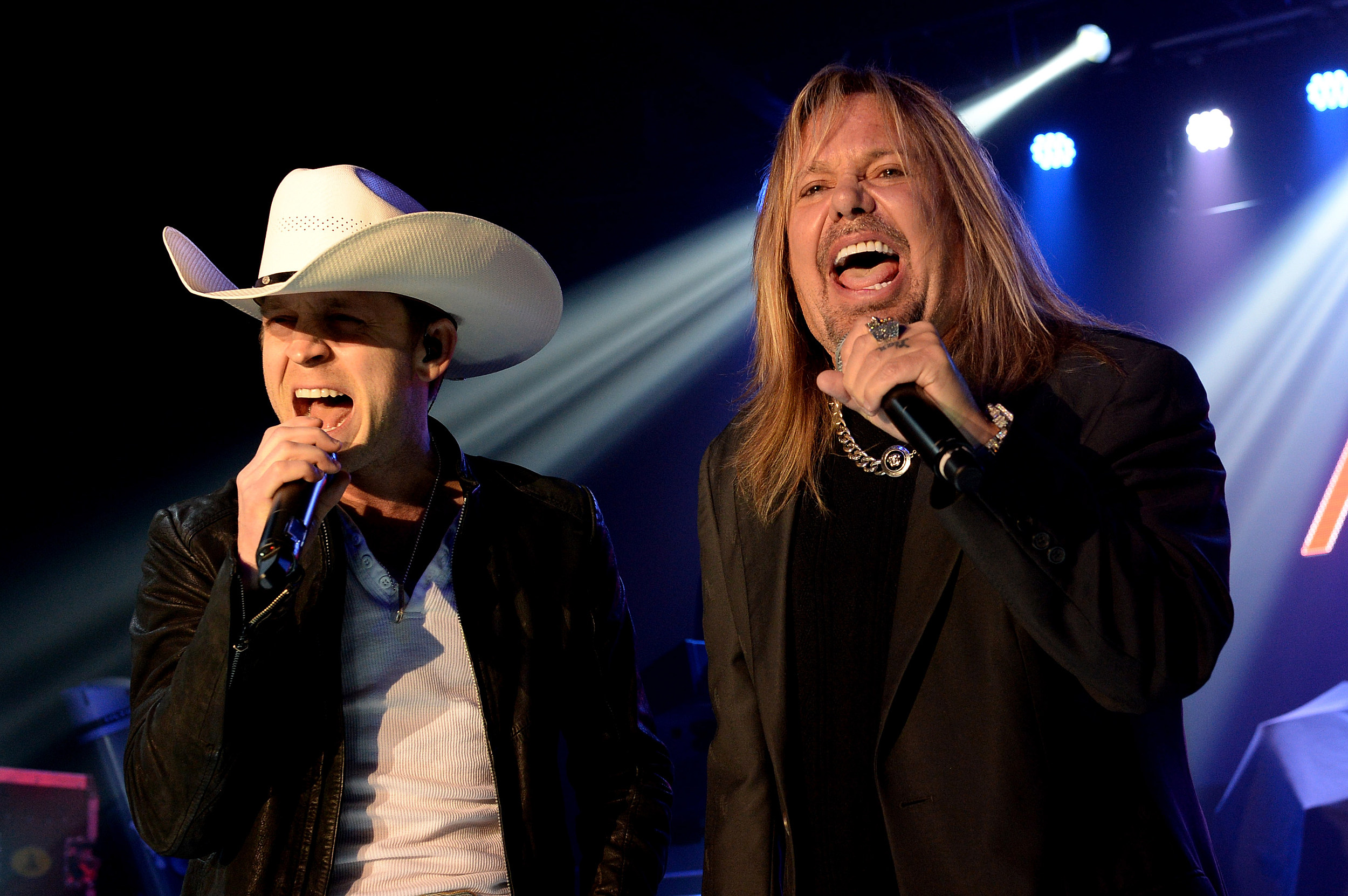 Motley Crue honored by country artists