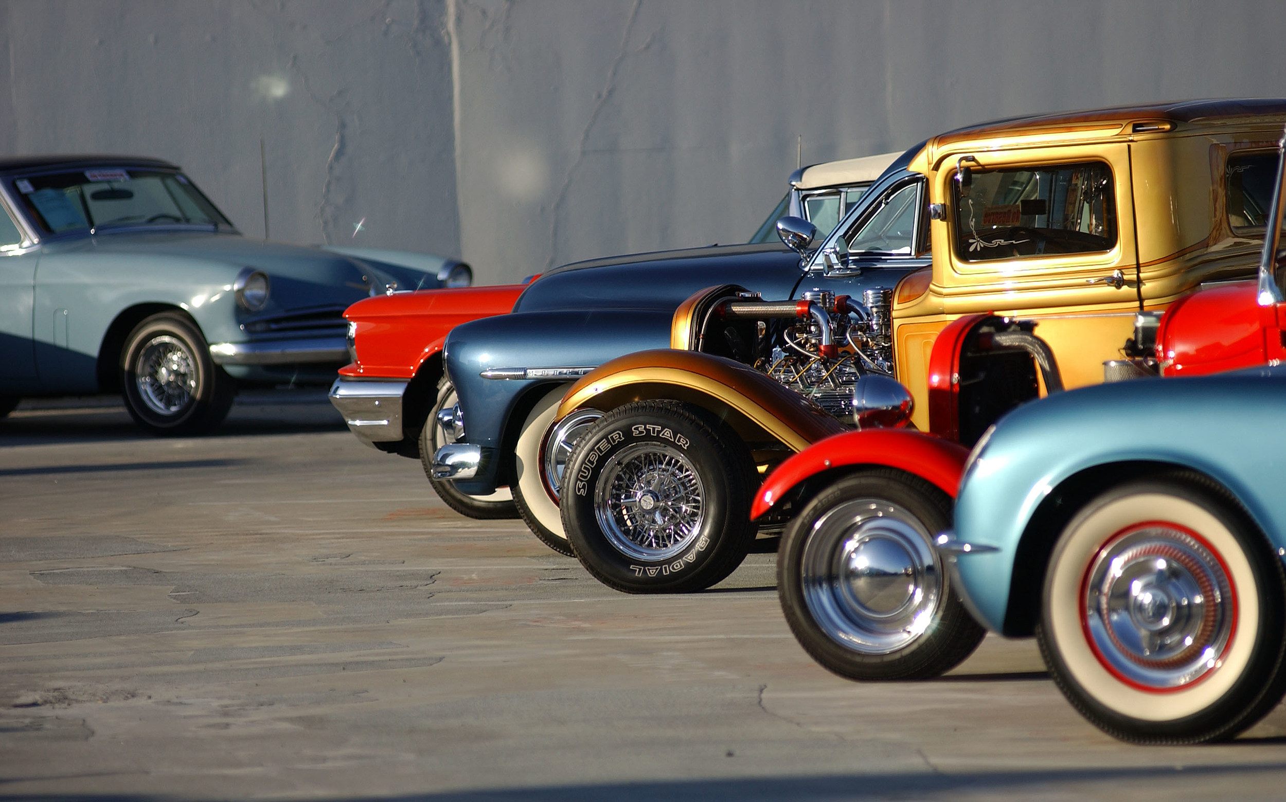 first weekly car show takes place in el paso at fox plaza