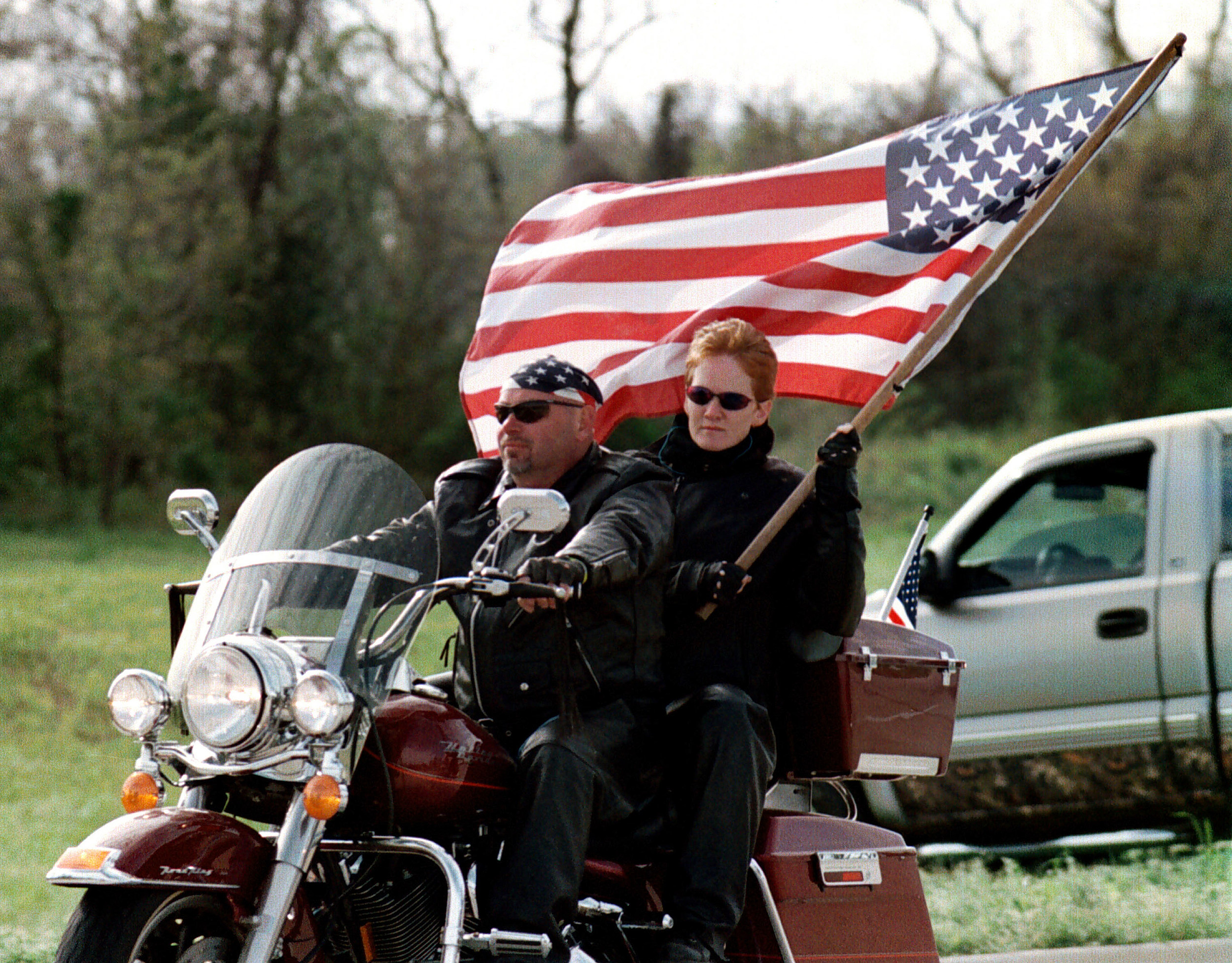 El Paso motorcyclists and bikers gather to honor fallen heroes