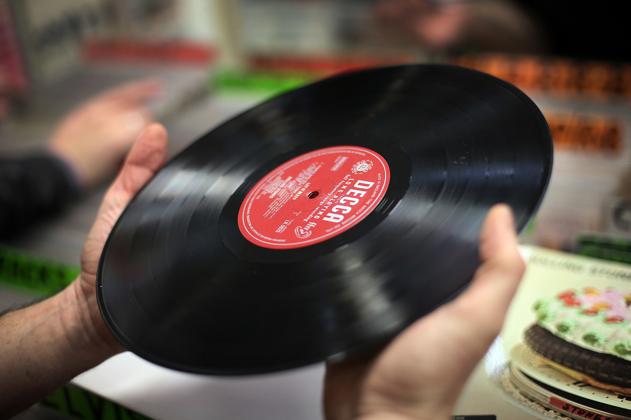 Record Enthusiasts Gather At Musicmania Record Fair 2015
